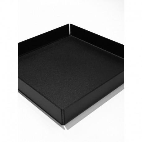 Kvadratisk bakke i sort metal